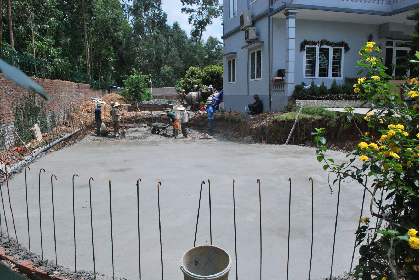 Thiết kế bể bơi bên cạnh nhà