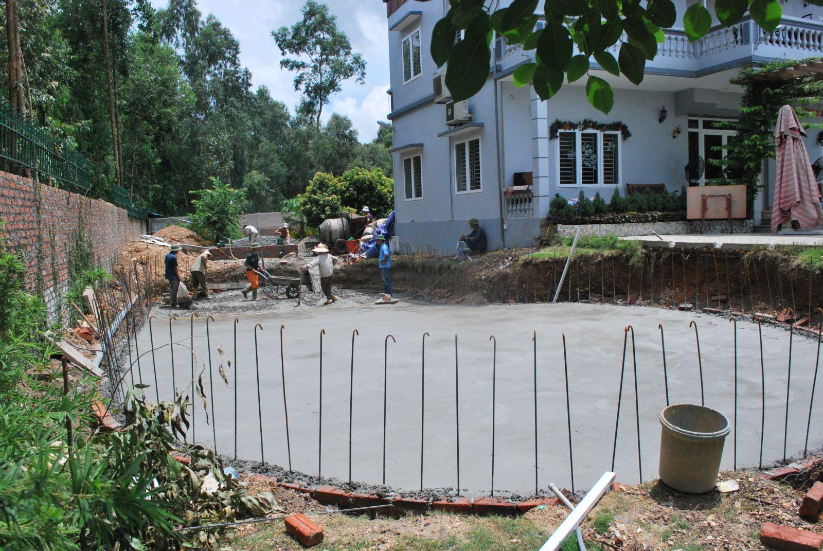 Xây dựng bể bơi gia đình cạnh nhà
