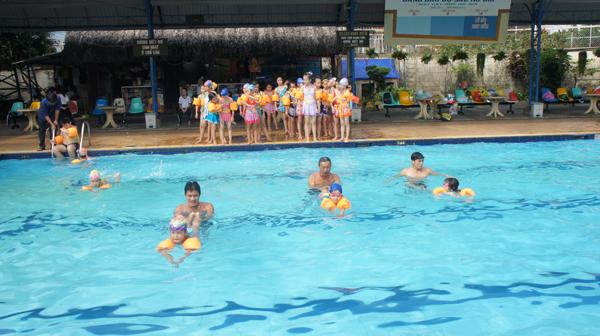 bể bơi trường tiểu học thủ đức
