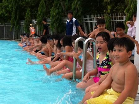 dạy bơi cho học sinh tiểu học