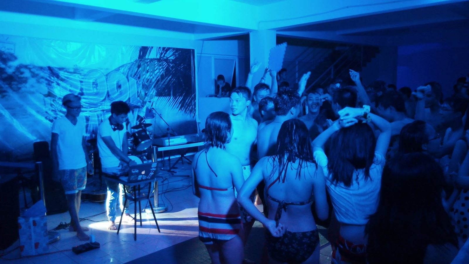 Pool bar party bể bơi