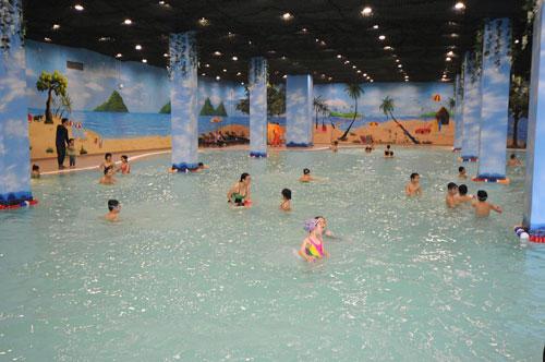 Bể bơi trong khu vui chơi giải trí TimeCity