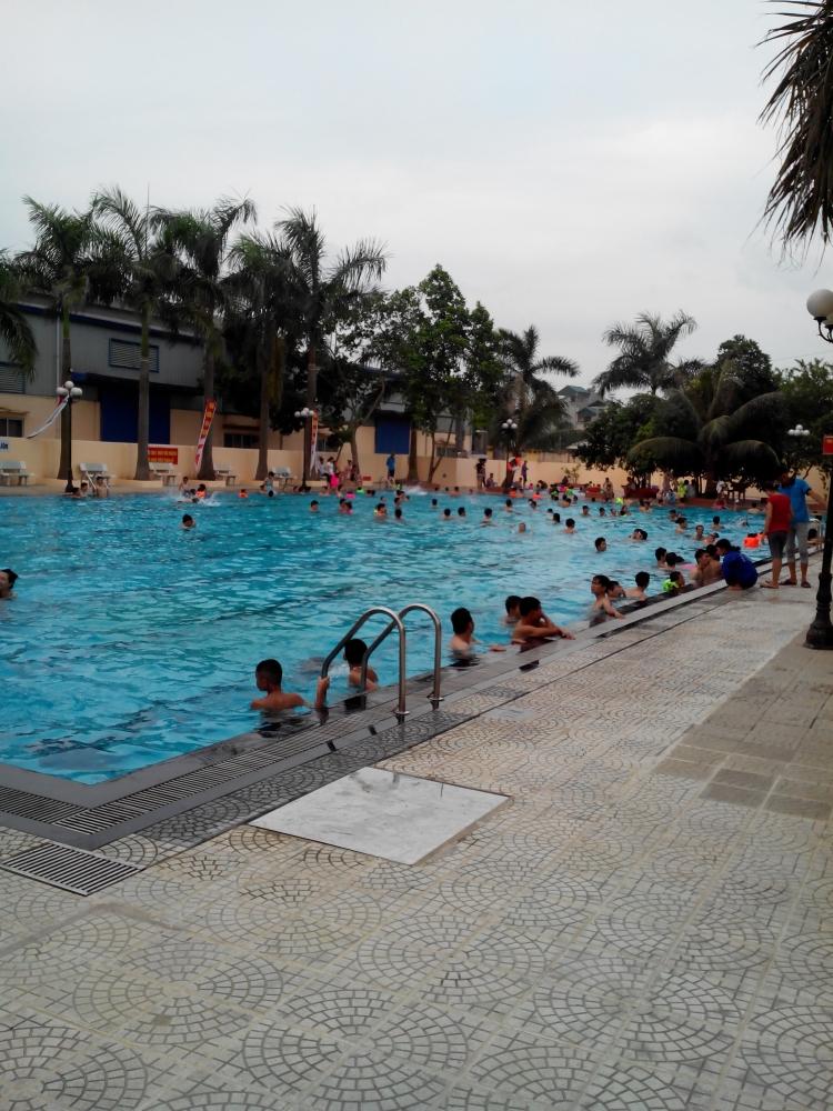 Chi phí xây dựng bể bơi kinh doanh, và chi phí duy trì hoạt động